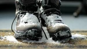 Okres zimowy, czyli śnieg, błoto, sól i lód ląduje na dywanie.