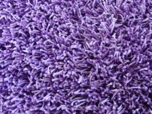 Czyszczenie dywanu typu shaggy.