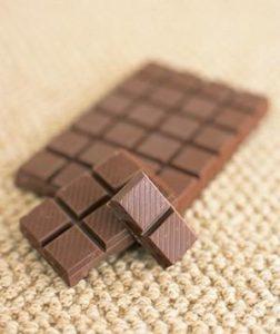 Teppichowa skrzynka mailowa – usuwanie plam z czekolady.